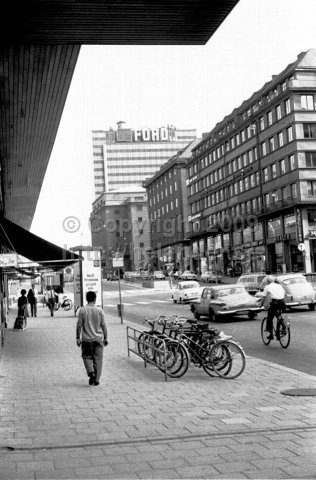 Crossing of Sveavägen/Tunnelgatan and the Concert hall. A crossing that would be known to the world 20 years later. (1966)