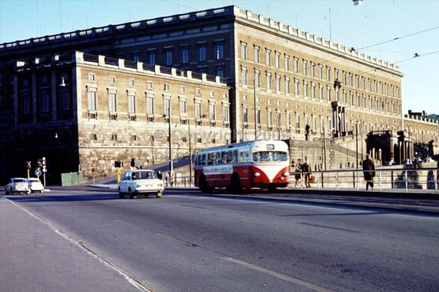 Metropol bus nr 59 on Strömbron in front of the Royal castle, Stockholm. (1960\'s)