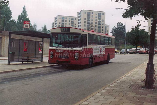 SL-bus nr 6295 on line 829 at Farsta centrum, Stockholm. (1987)