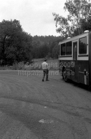SL bus driver and bus at turnaround at Tyresö slott, Stockholm. (1987)